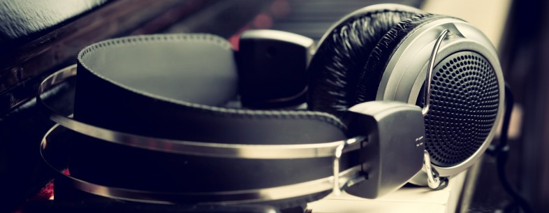 headphones-786x305