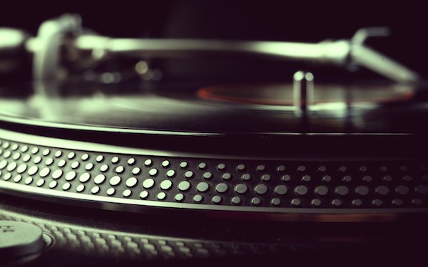 turntable-record-vinyl-music-wallpaper-2560x16002