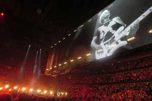 1200px-U2_video_cage_at_United_Center,_Chicago_6-29-2015_(19650072065)